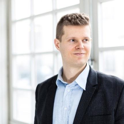 Henri Väkeväinen virtuaalivaluuttojen verosuunnittelun asiantuntija.